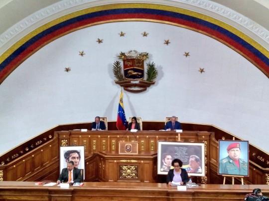 Aprobado-decreto-constitucional-para-la-convivencia-entre-el-Parlamento-y-la-Asamblea-Nacional-Constituyente-2