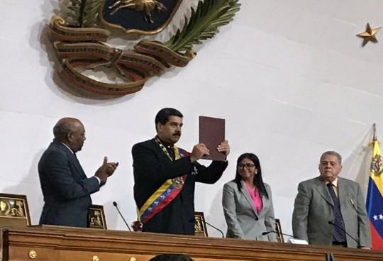 Maduro-recibe-apoyo-de-la-ANC