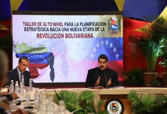Maduro-desde-Miraflores-en-taller-de-planificacion